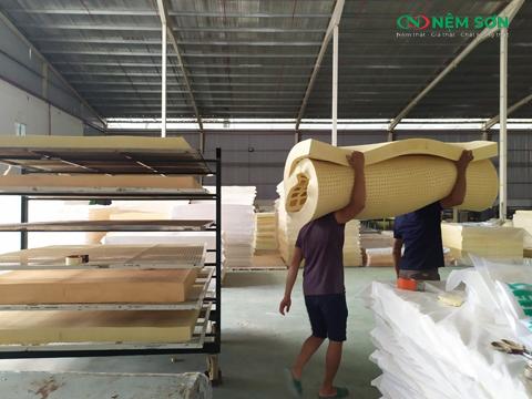 quy trình sản xuất nệm cao su